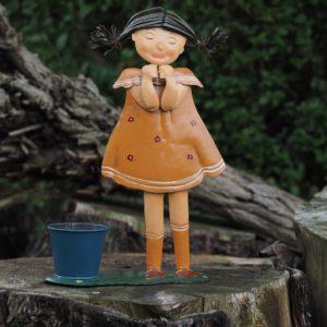 Petite fille cache pot en acier