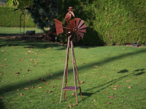 Éolienne avec Corbeau en acier