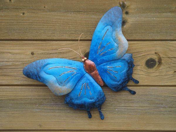 Papillon en acier bleu